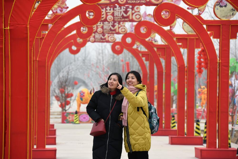 河北广阳:逛庙会赏花灯迎新年