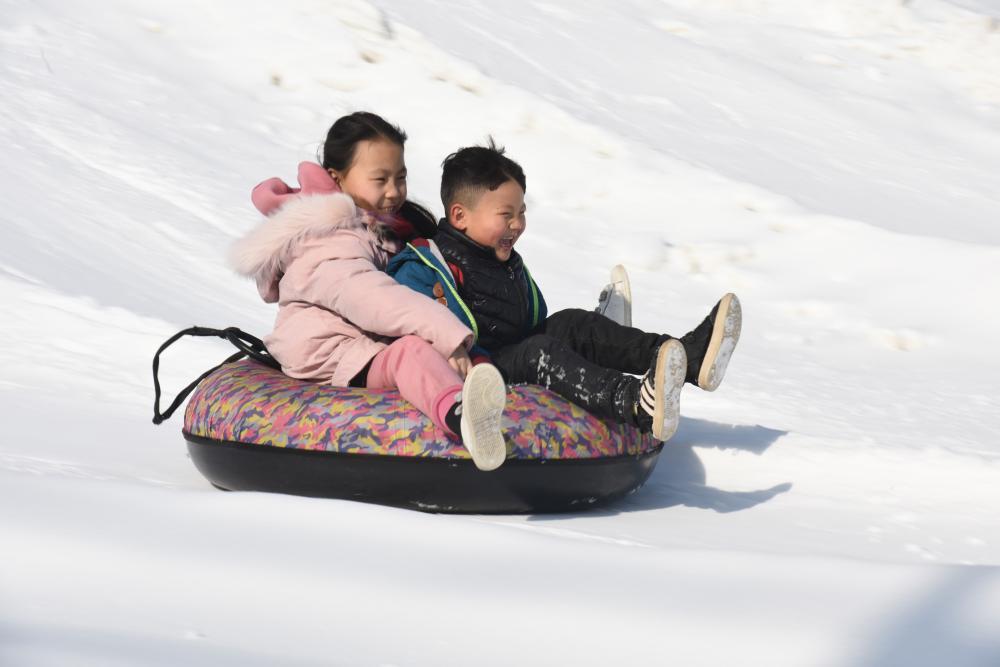 河北廊坊:冰雪嘉年華 歡樂迎新年