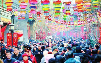 厂甸庙会拉开帷幕 游客享受春节浓浓年味儿
