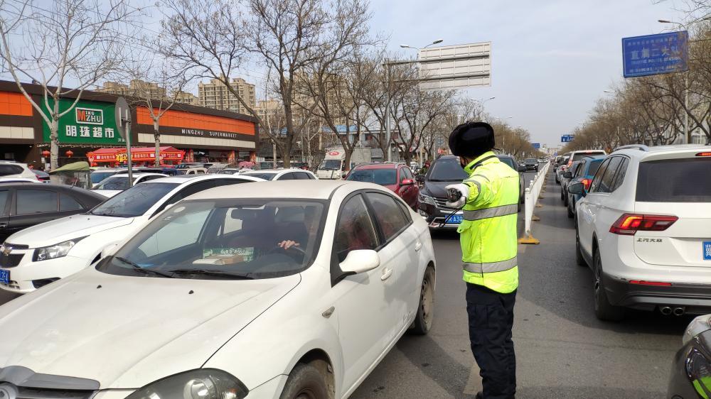 【新春走基层】廊坊交警为全市人民节后第一天上班出行保驾护航