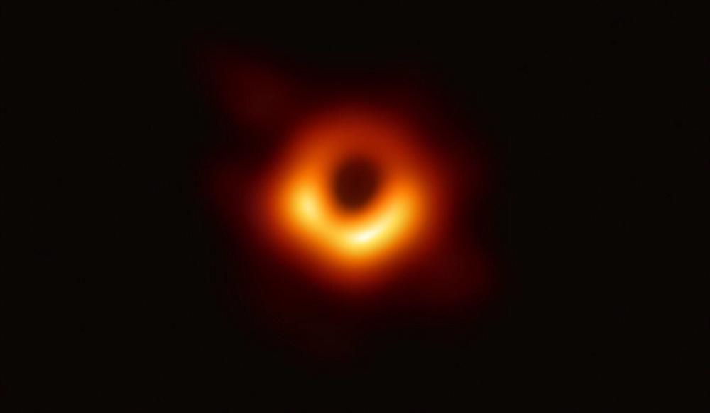 人類捕獲首張黑洞照片 中國天文學家參與