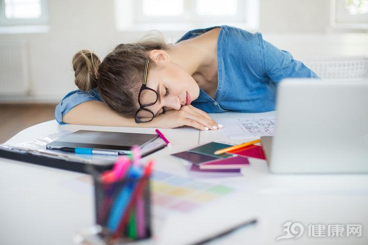 睡午覺被成為生命的充電器,但普遍職場人士午睡都睡不好