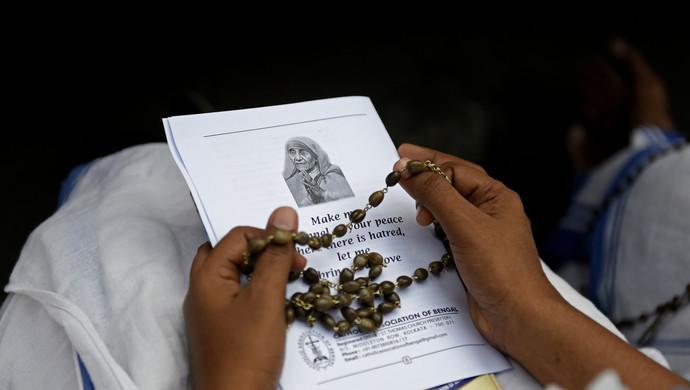 斯里蘭卡恐襲遇難者集體出殯畫面曝光?網傳圖片移花接木