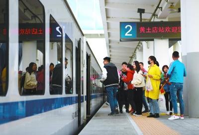 北京市郊鐵路懷密線3天旅客超4千人次