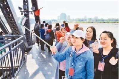 高鐵帶熱旅游圈