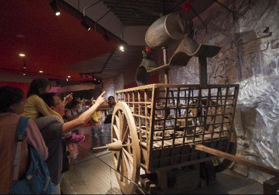 中國旅游日:北京汽車博物館迎來參觀高峰