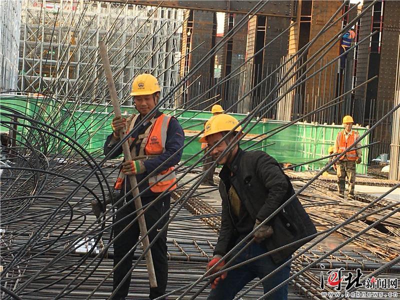 雄安高铁站地下结构封顶 已全面转入地上主体结构施工