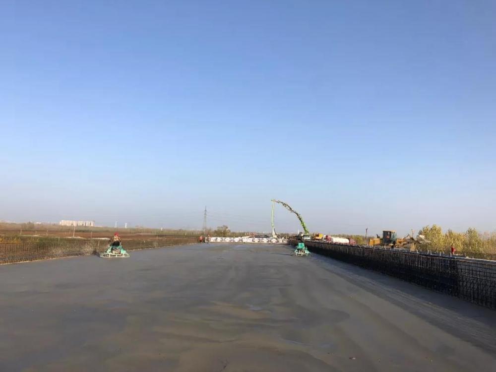 新机场北线高速公路廊坊段桥梁桥面铺装全部完成!