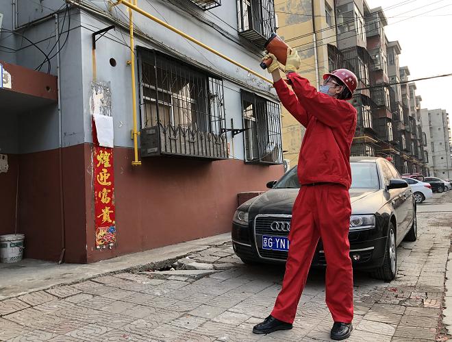 零接触、不入户:霸州昆仑公司利用激光气体检测仪对小区燃气管线进行防泄漏检测
