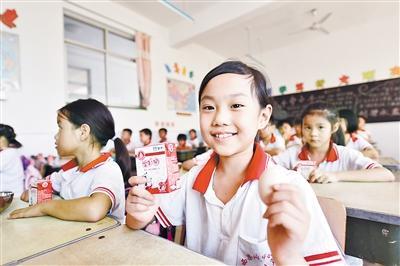 文安县五万名农村小学生 吃上免费营养餐
