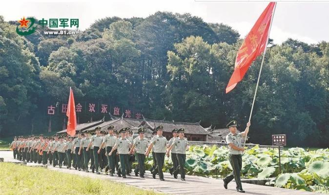 """当""""90后""""遇见90岁的老红军,这是他们打开""""古田""""的方式……"""