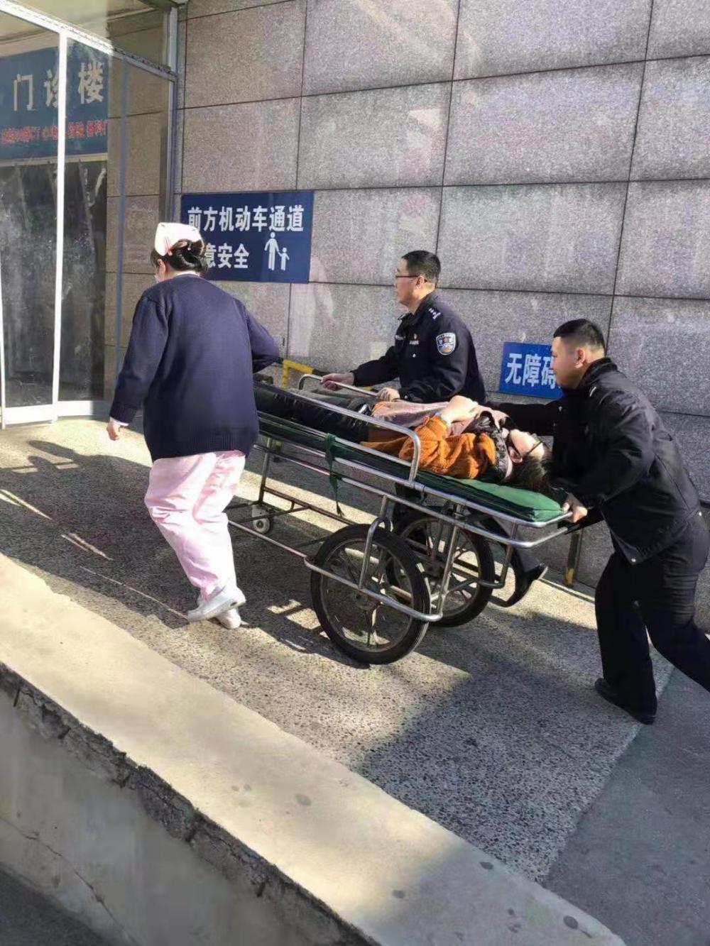 """点赞!3分钟,香河警方为患病女子开启""""生命通道"""""""