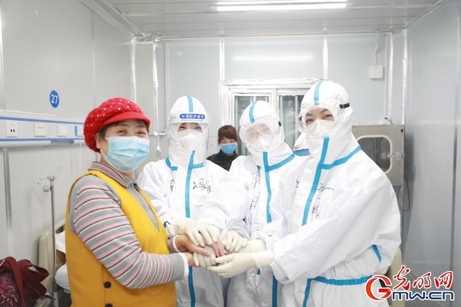 雷神山医院ICU病房投入使用 当天收治患者近600人