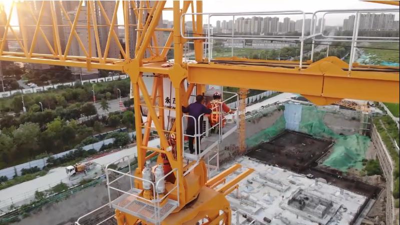 塔吊司機30米高空發病被困操控室 廊坊消防緊急救援