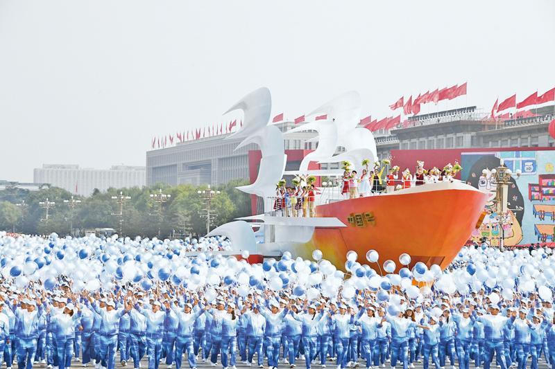 向著中華民族偉大復興的光輝彼岸奮勇前進