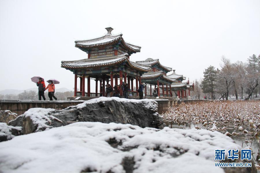 承德避暑山庄及周围寺庙雪景如画