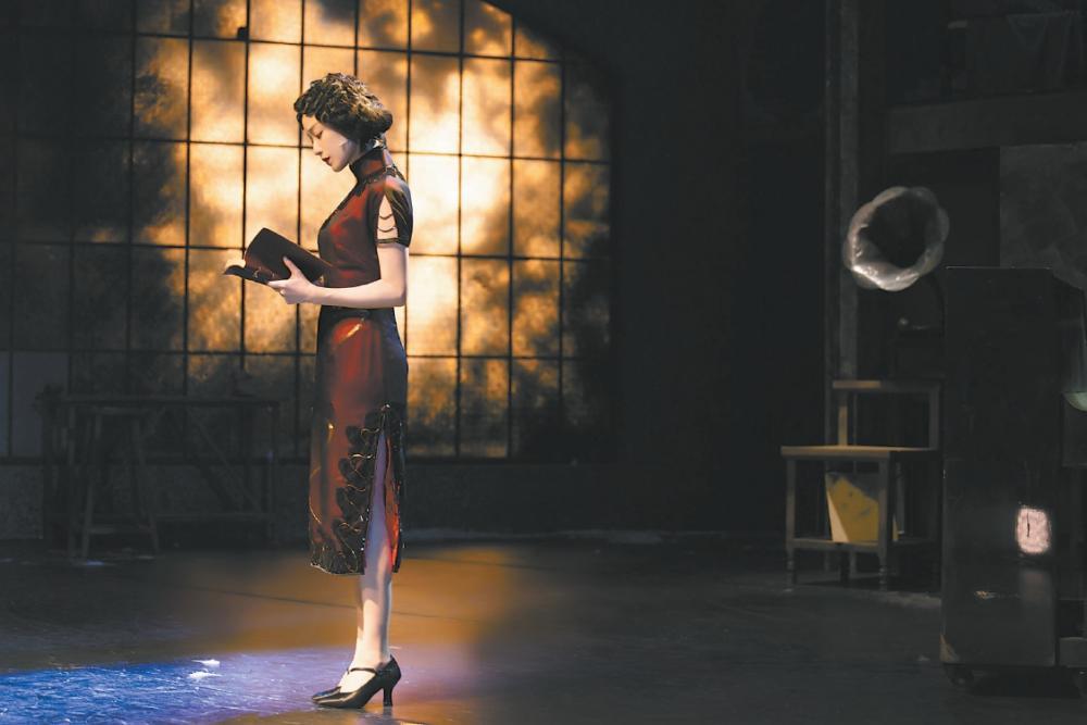 賴聲川話劇《幺幺洞捌》 倪妮一人兩角 施展舞臺魅力