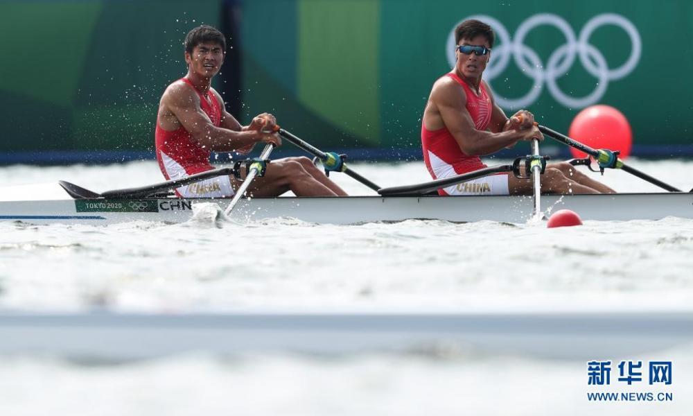男子赛艇双人双桨:中国组合刘治宇/张亮获得铜牌